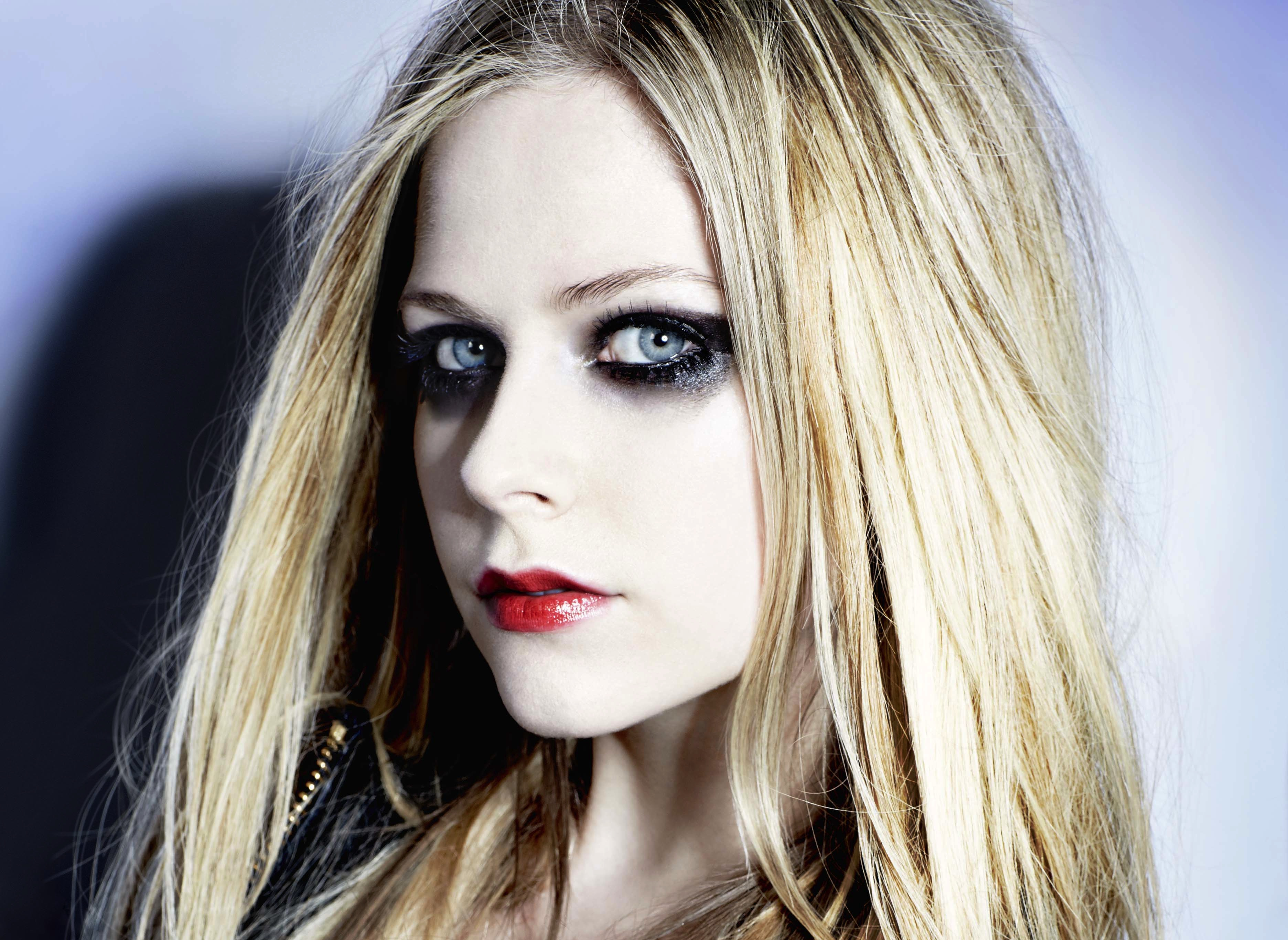 Avril Lavigne Promises Another Surprise Coming In February