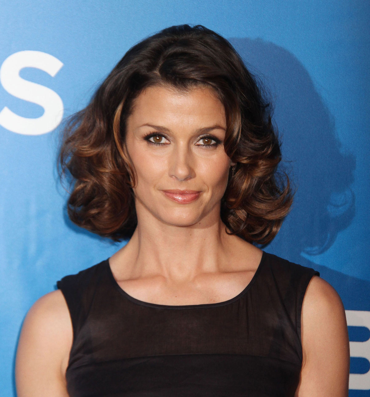 The 45-year old daughter of father Edward Bradley Moynahan and mother Mary Bridget Moynahan