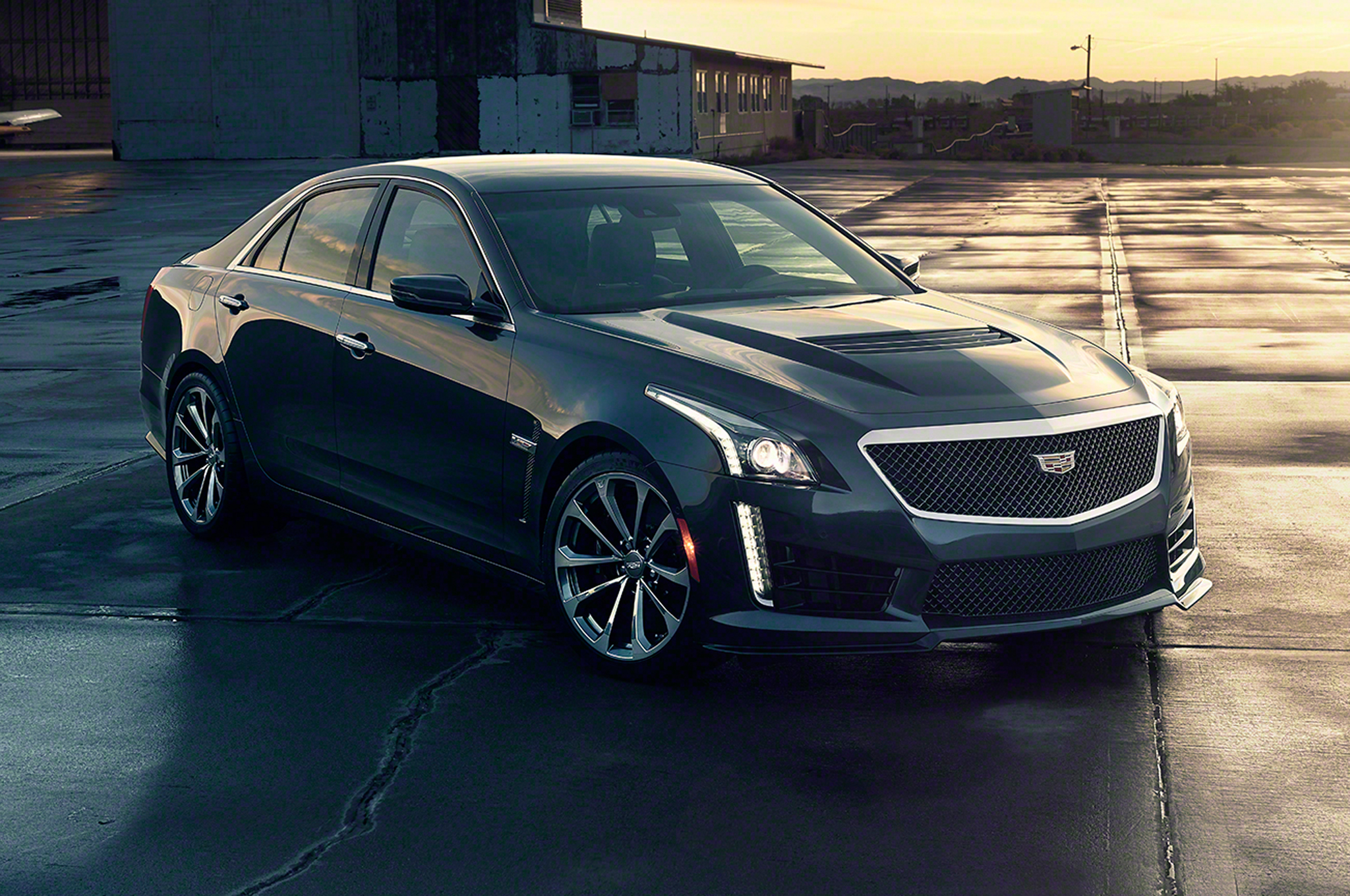 2016 Cadillac CTS V Front Side View