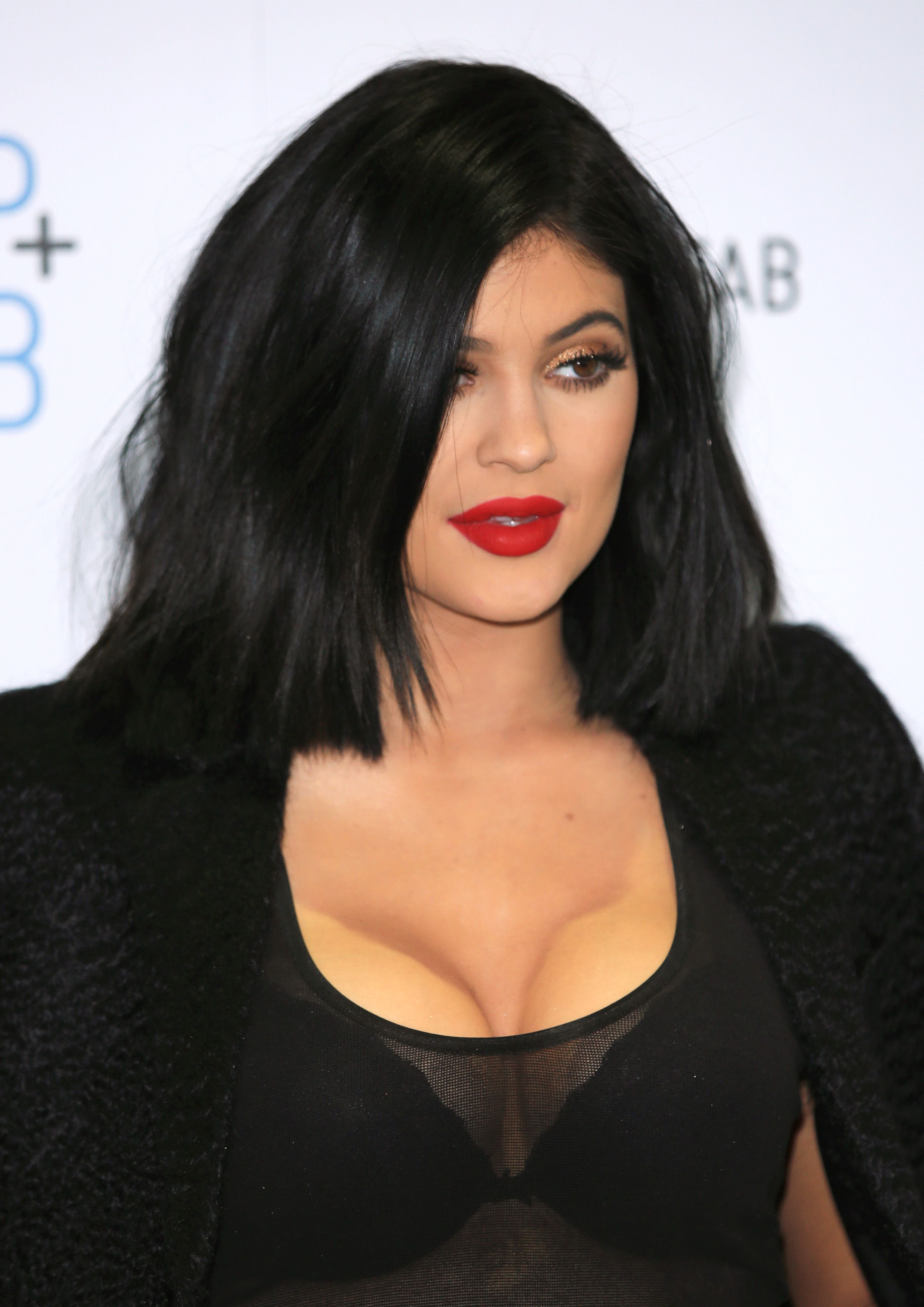 Kylie Jenner Suffers Makeup Mishap With Cleavage Contouring
