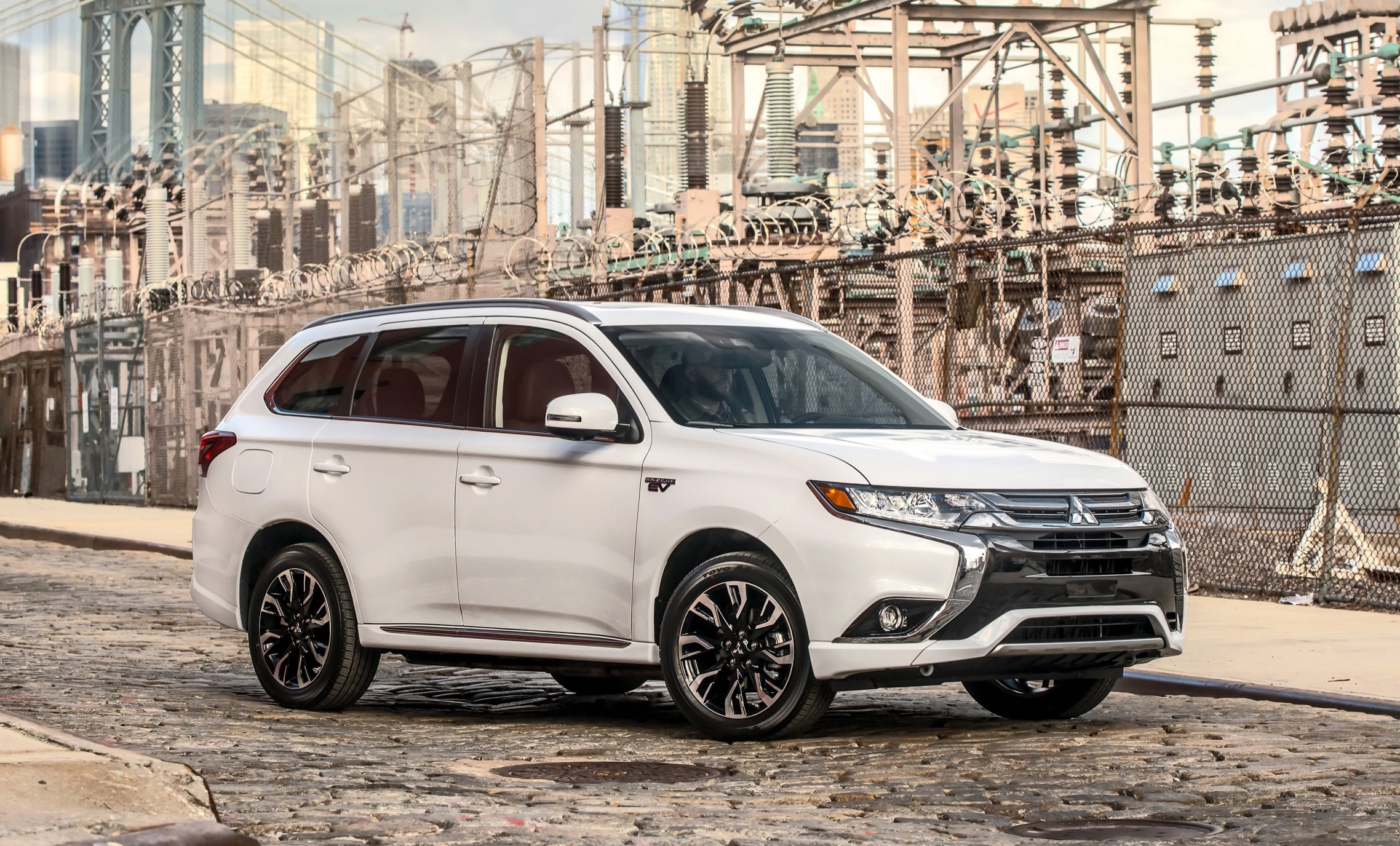 How Soon Is Now: Mitsubishi Outlander Plug-In Hybrid Delayed to Summer 2017