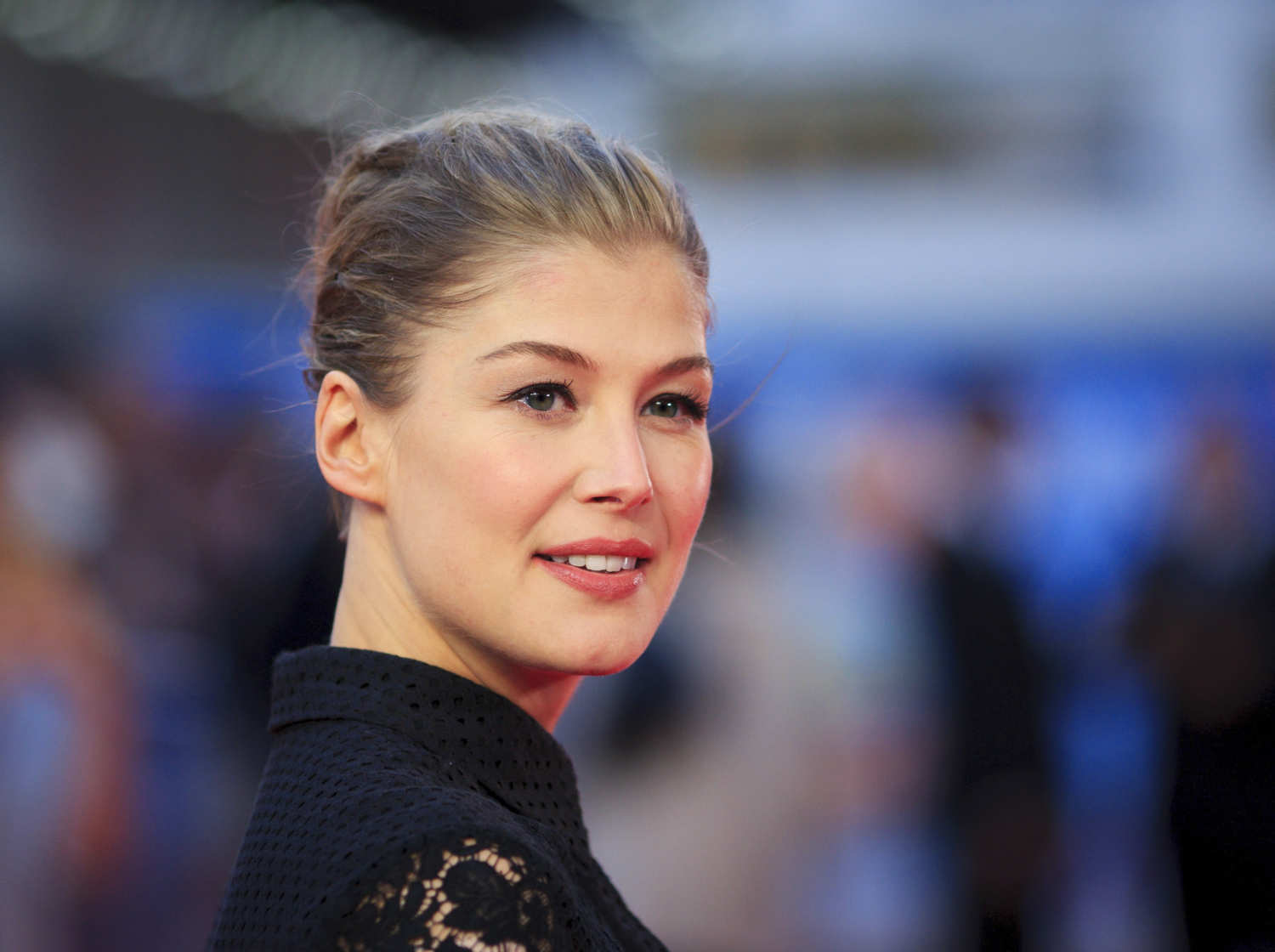 Rosamund Pike HD Wallpaper Backgrounds HD