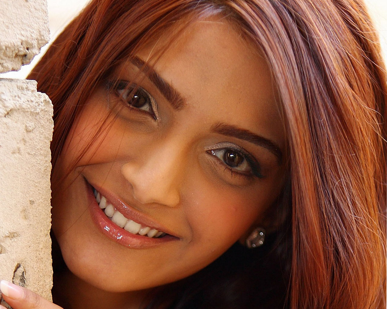 Download High Definition Wallpapers Of Sonam Kapoor Gallery