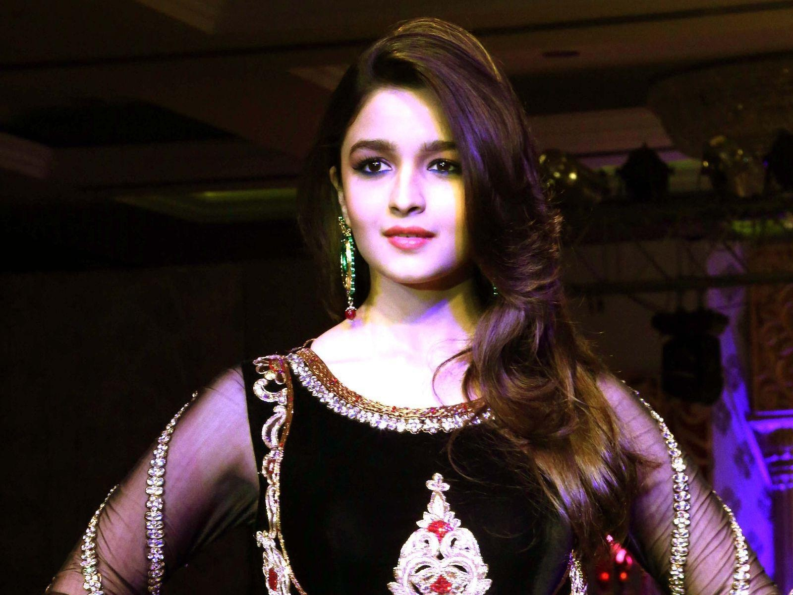 Alia Bhatt New Wallpaper