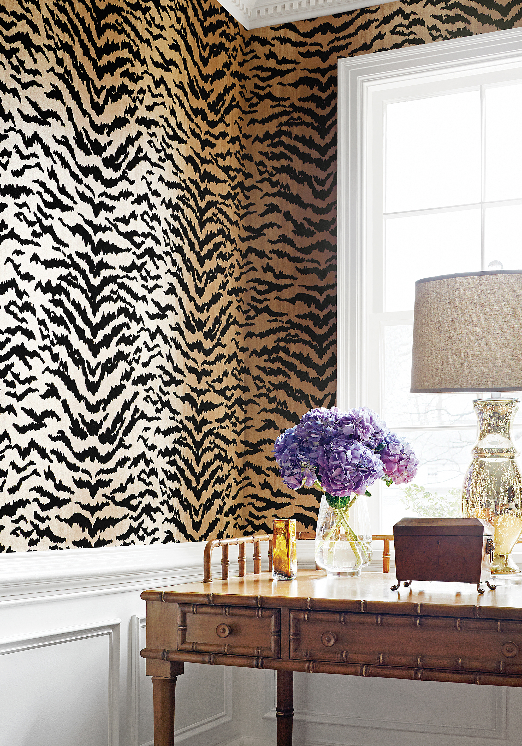 26 Lovely Animal Print Wallpaper For Bedrooms