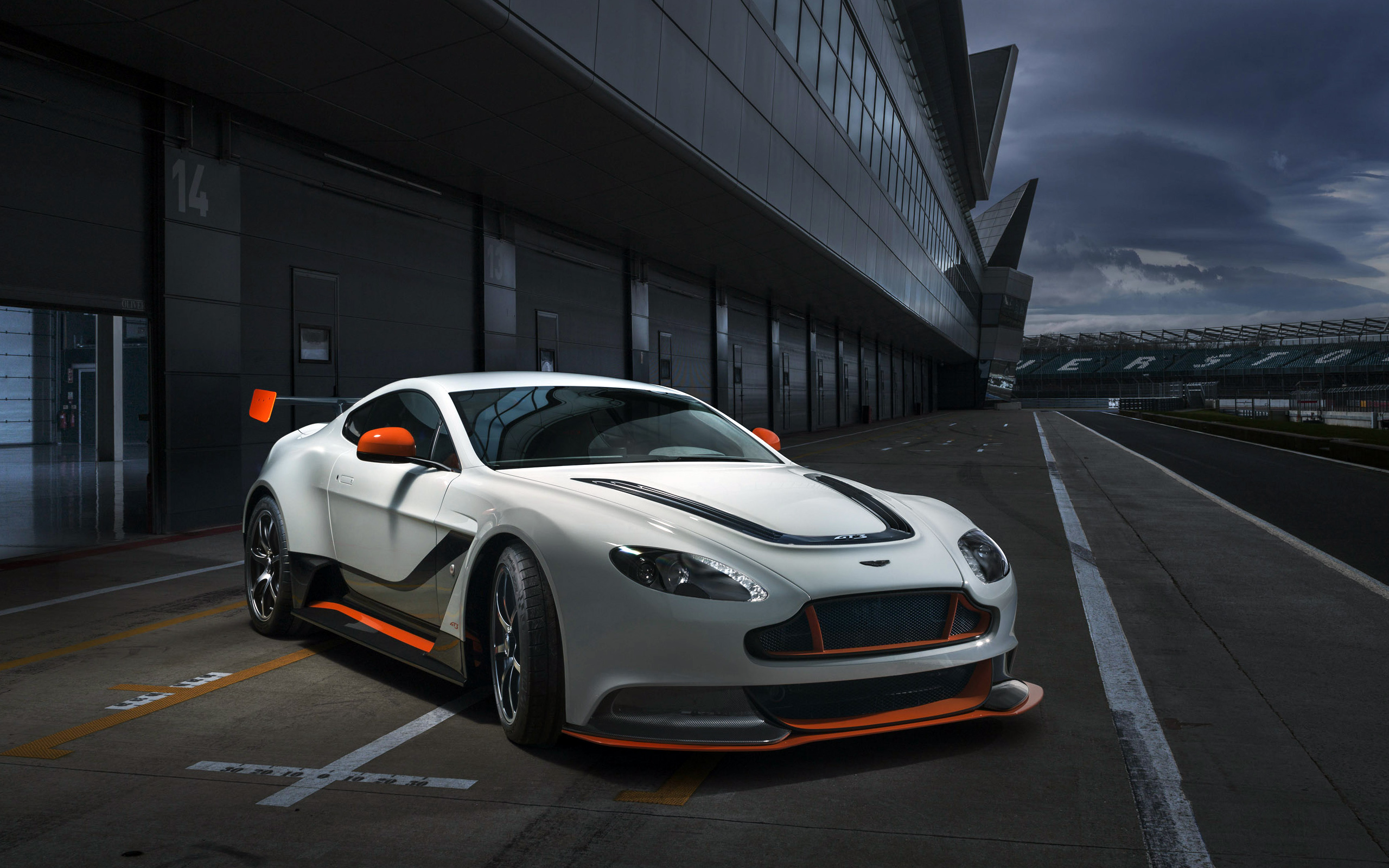 Aston Martin Full HD Wallpapers