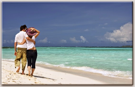 Beach Couple Wallpaper