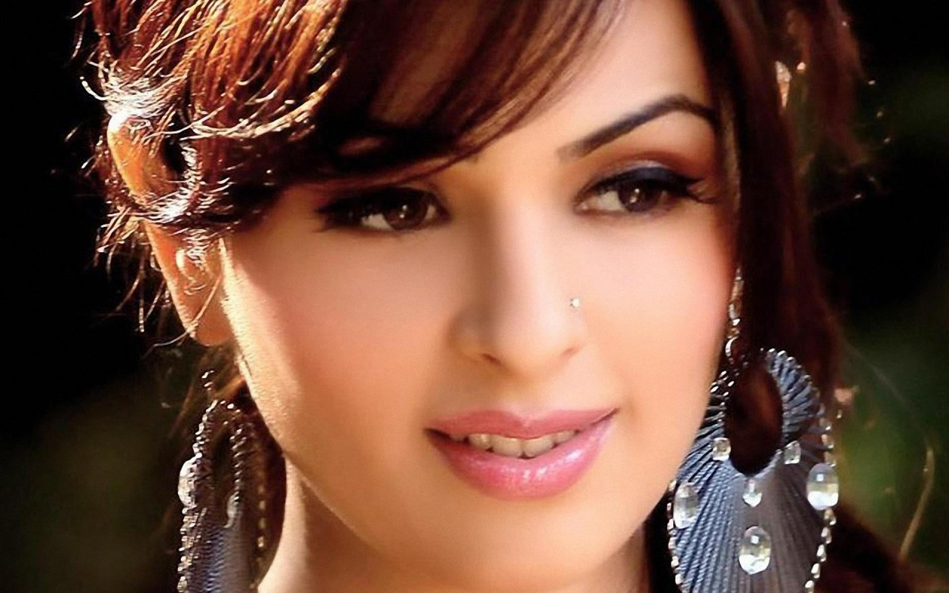 Bollywood Actresses Wallpaper Download