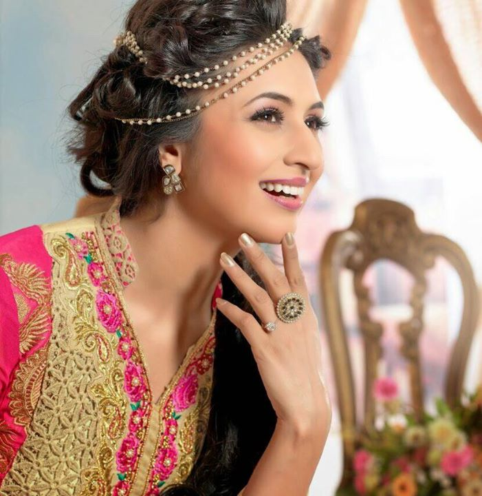 Divyanka Tripathi Pictures Wallpapers