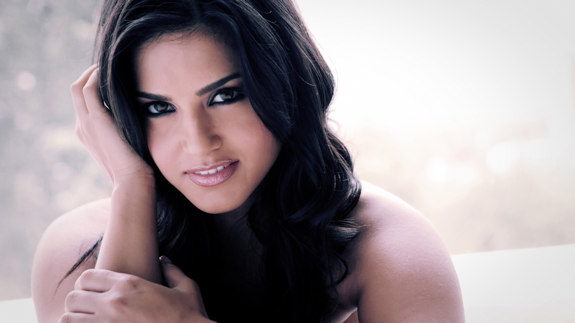 Download Sunny Leone HD Wallpapers