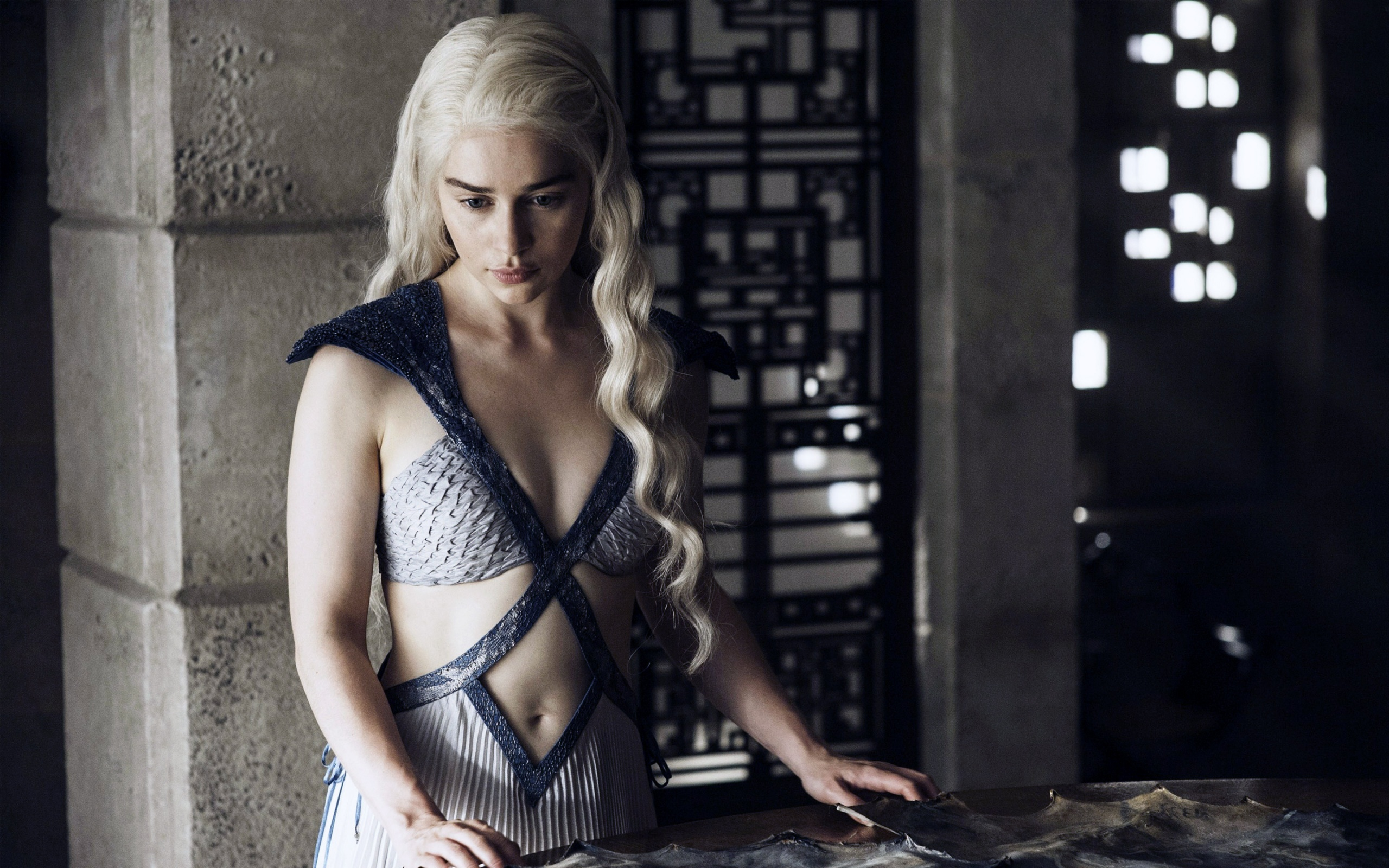 Emilia Clarke Game Of Thrones Wallpaper