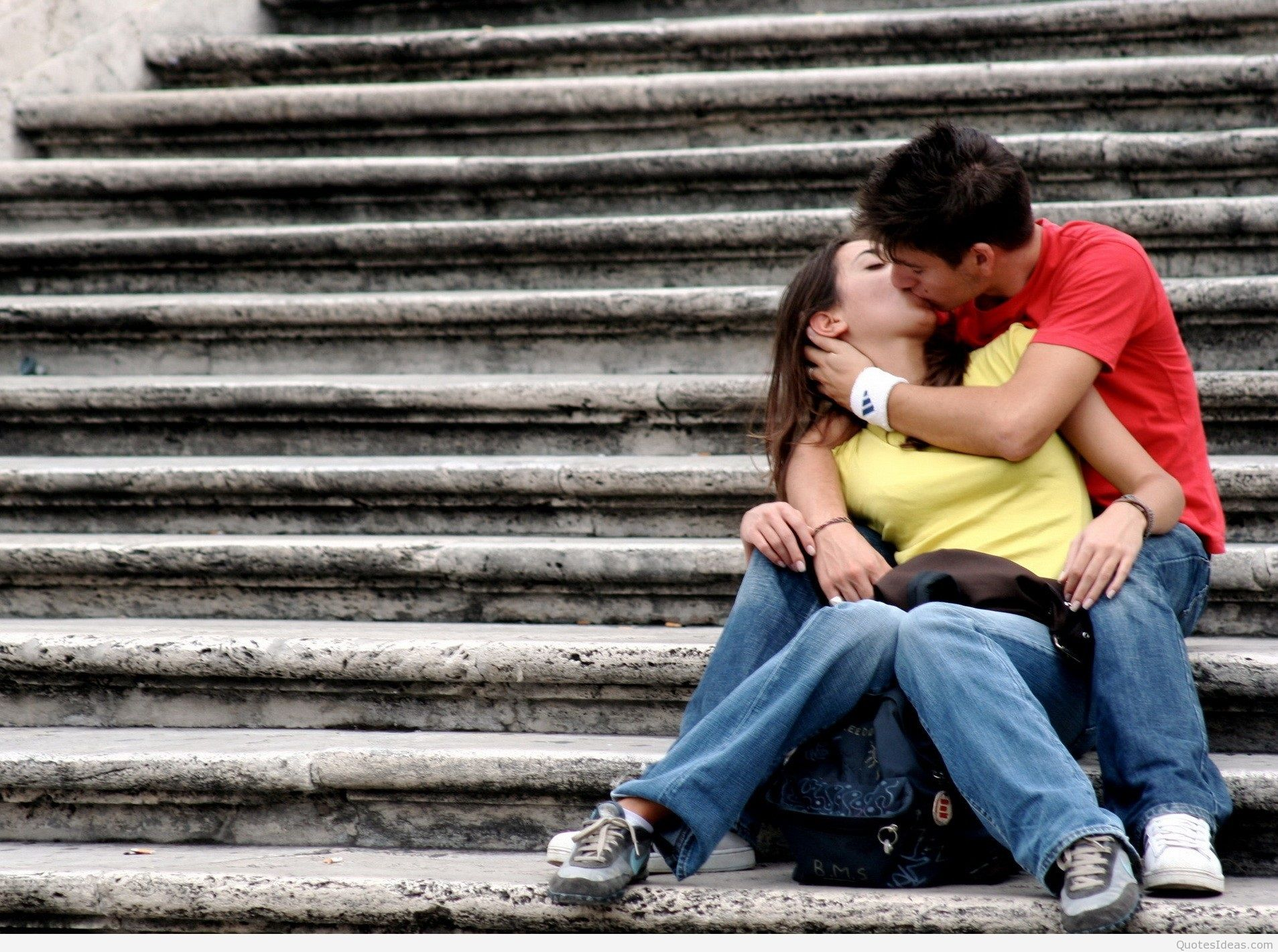 HD Wallpapers Love Kiss Download
