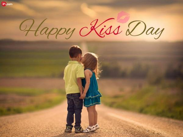 Happy Kiss Day Wallpapers Free Download