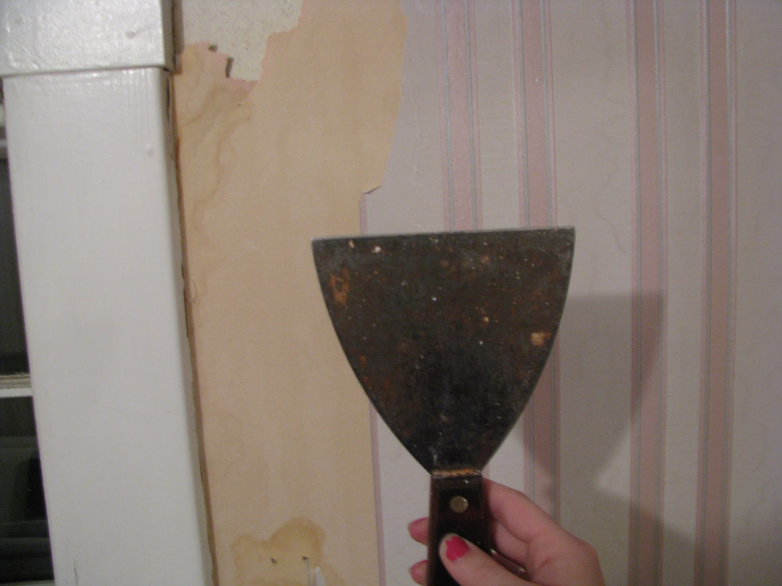How To Get Wallpaper Off Walls Easily