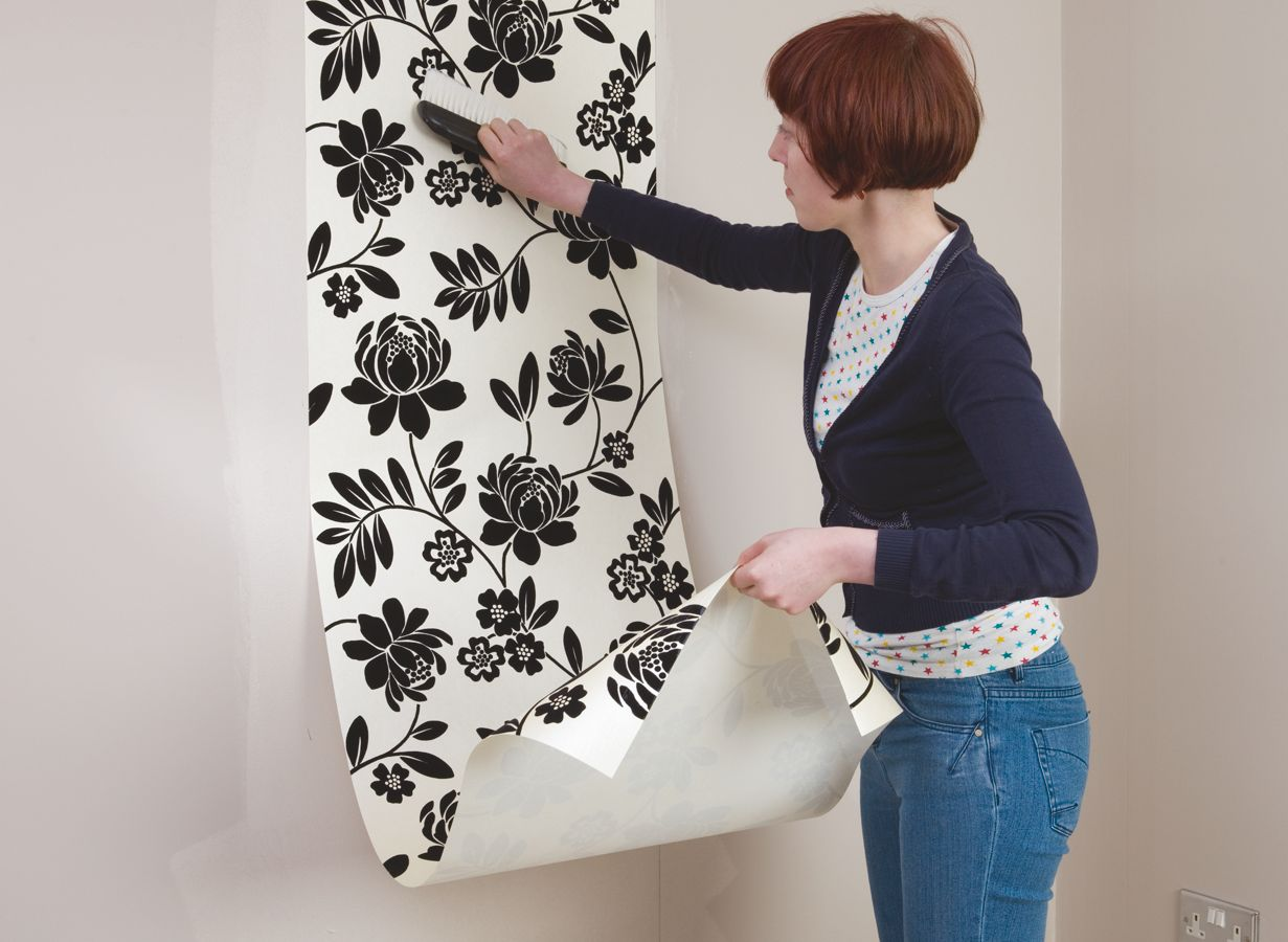 How To Hang Wallpaper
