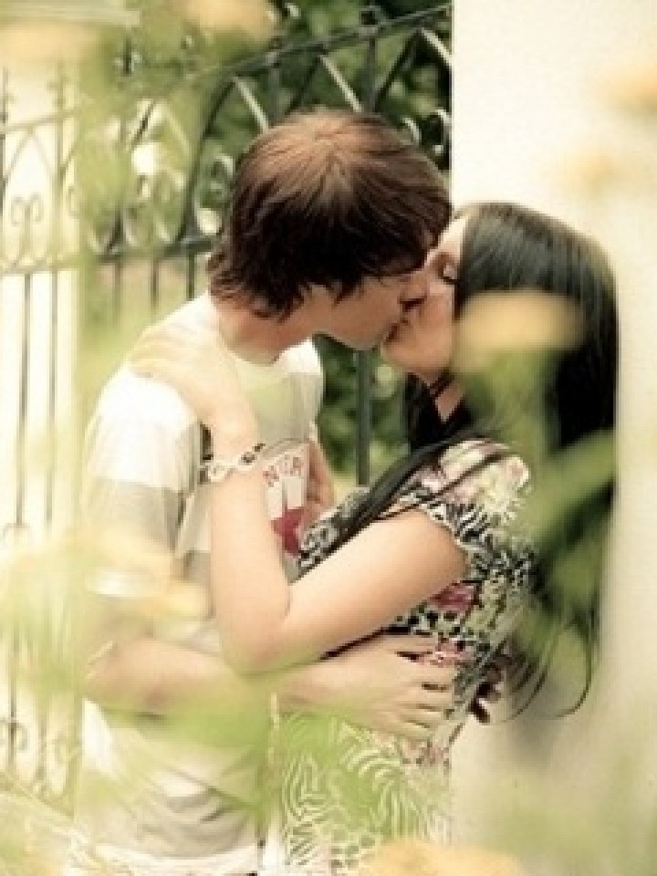 Download Kissing Couple Wallpaper Download Gallery