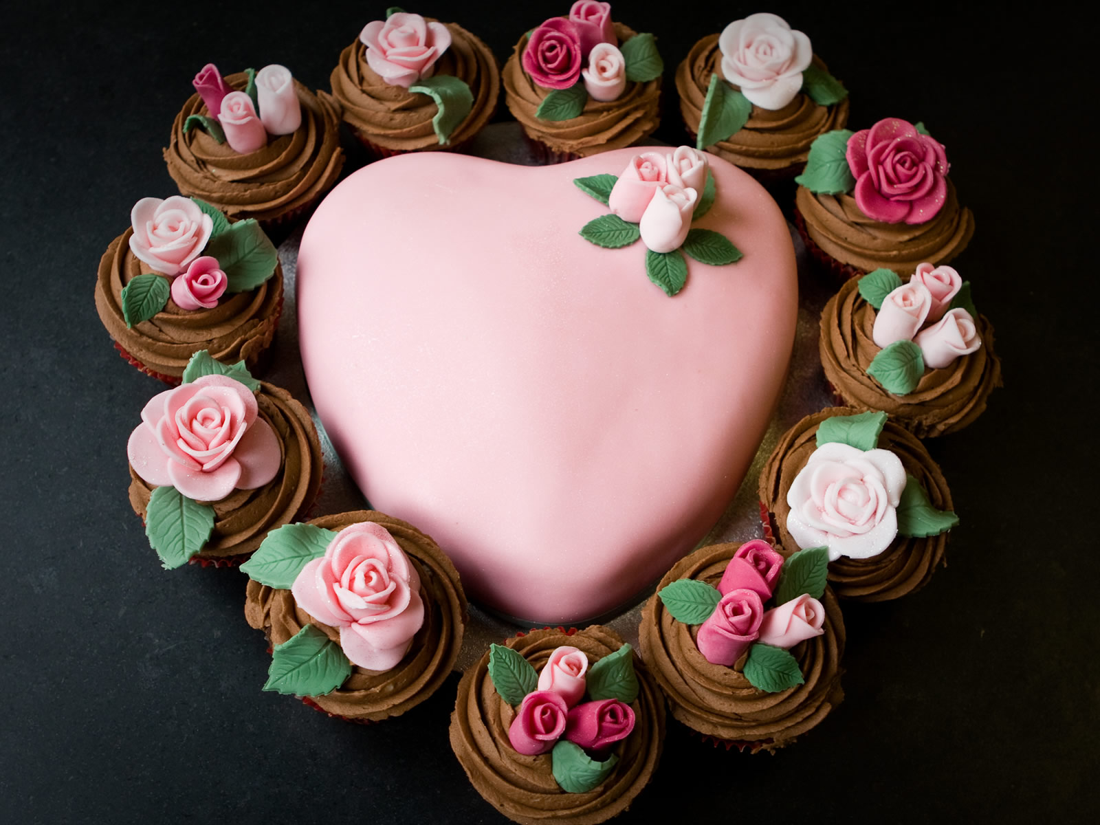 Love Cake Wallpaper
