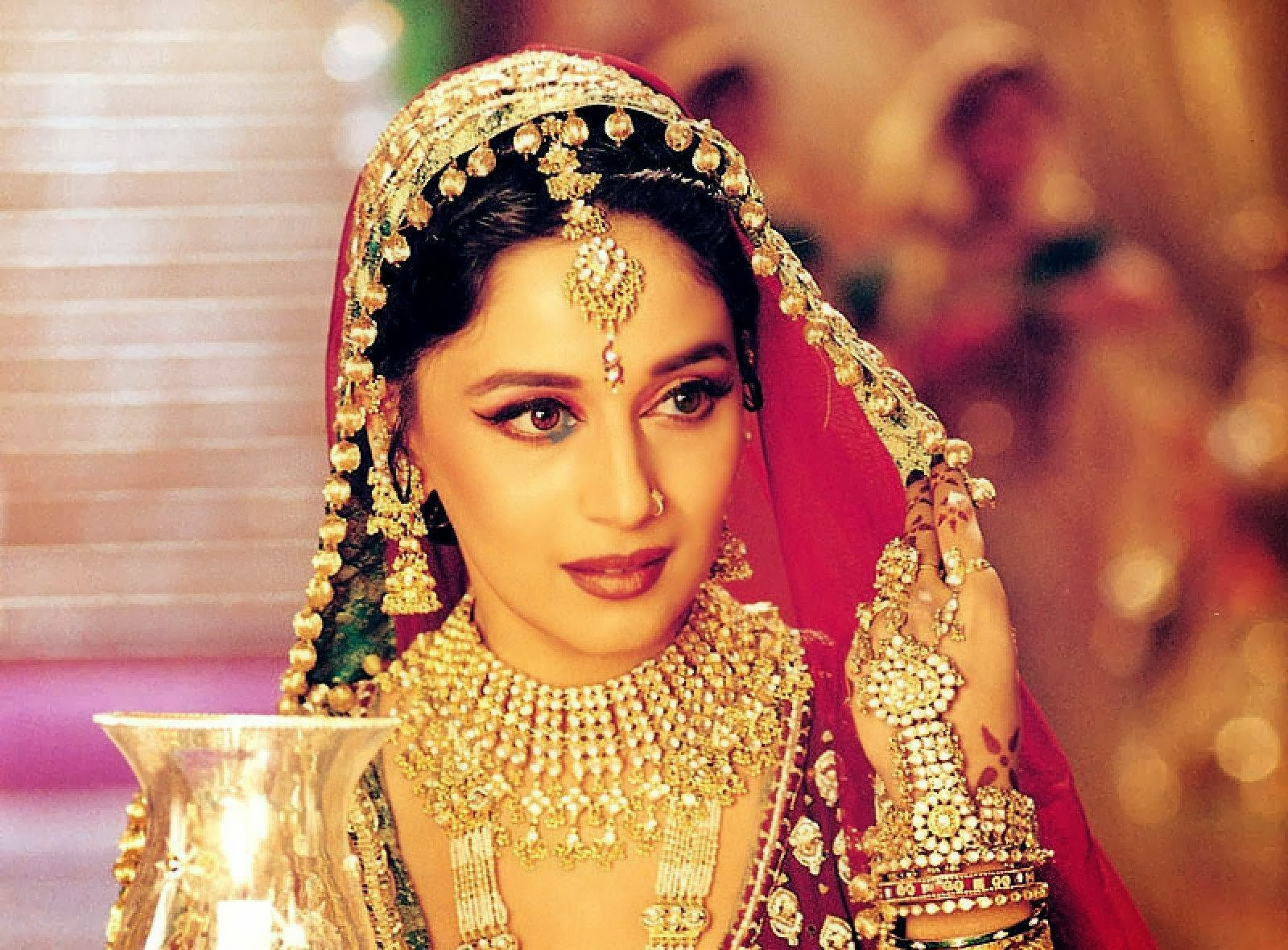 Madhuri Wallpaper Download