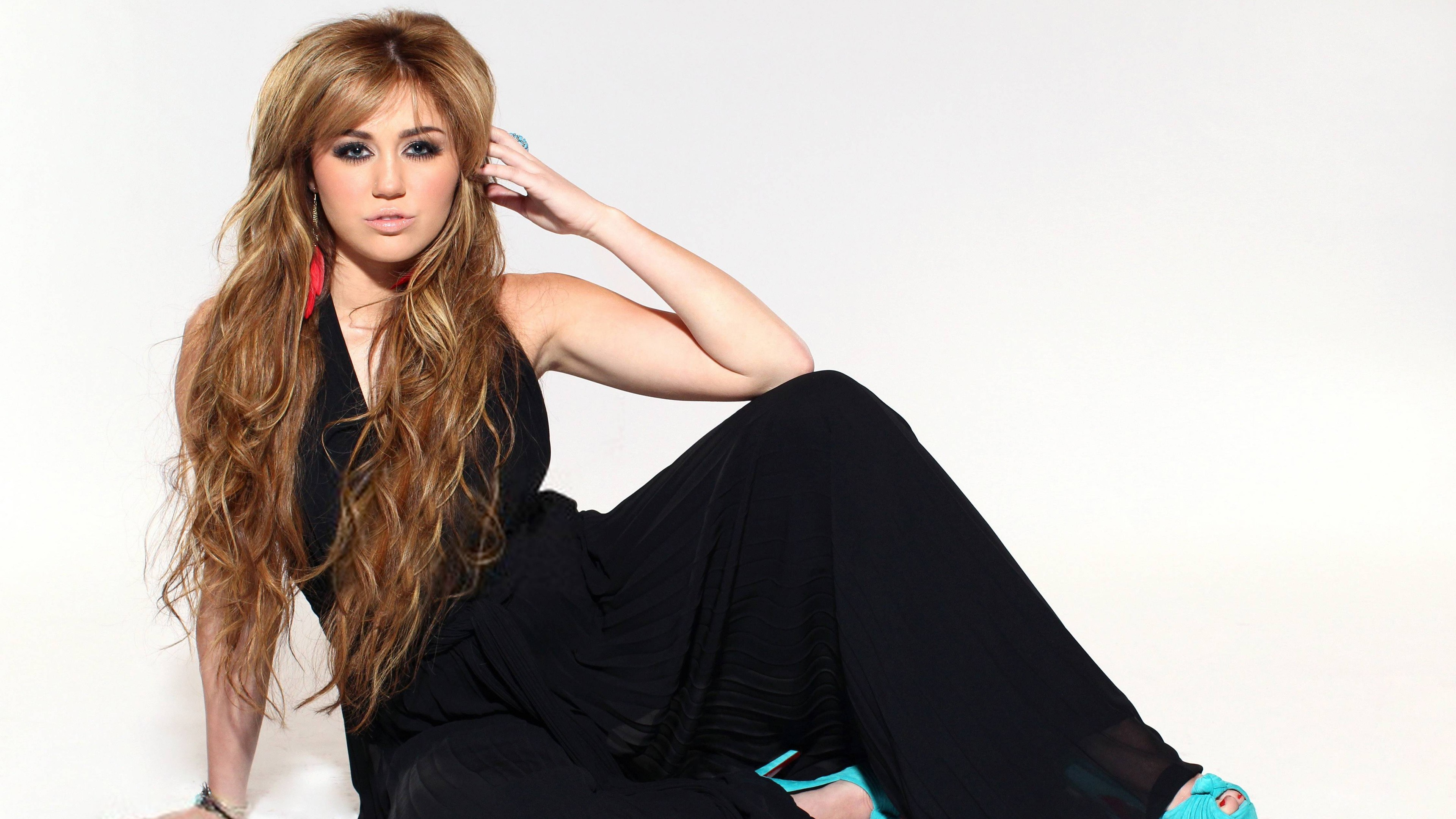 Miley Cyrus-Wallpapers