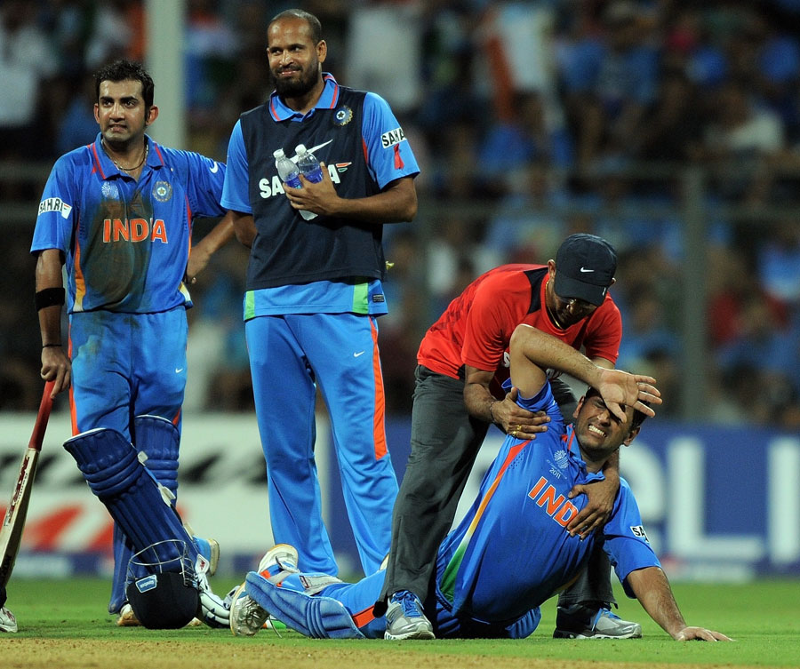 download ms dhoni wallpapers in world cup 2011 gallery