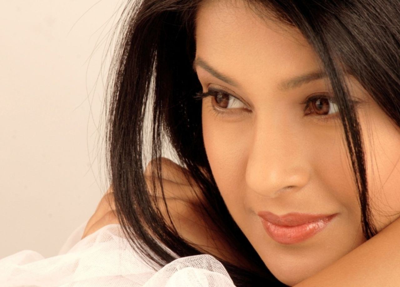 New Actress Wallpaper Download