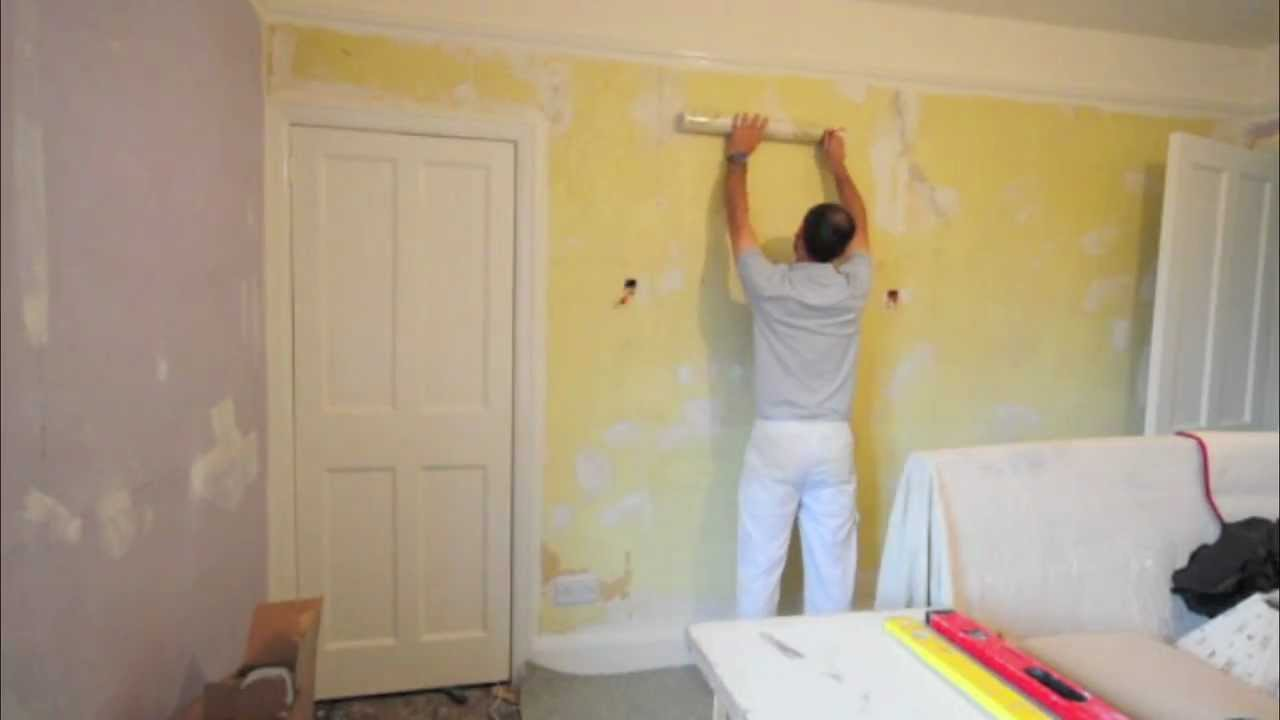 Pasting The Wall When Wallpapering