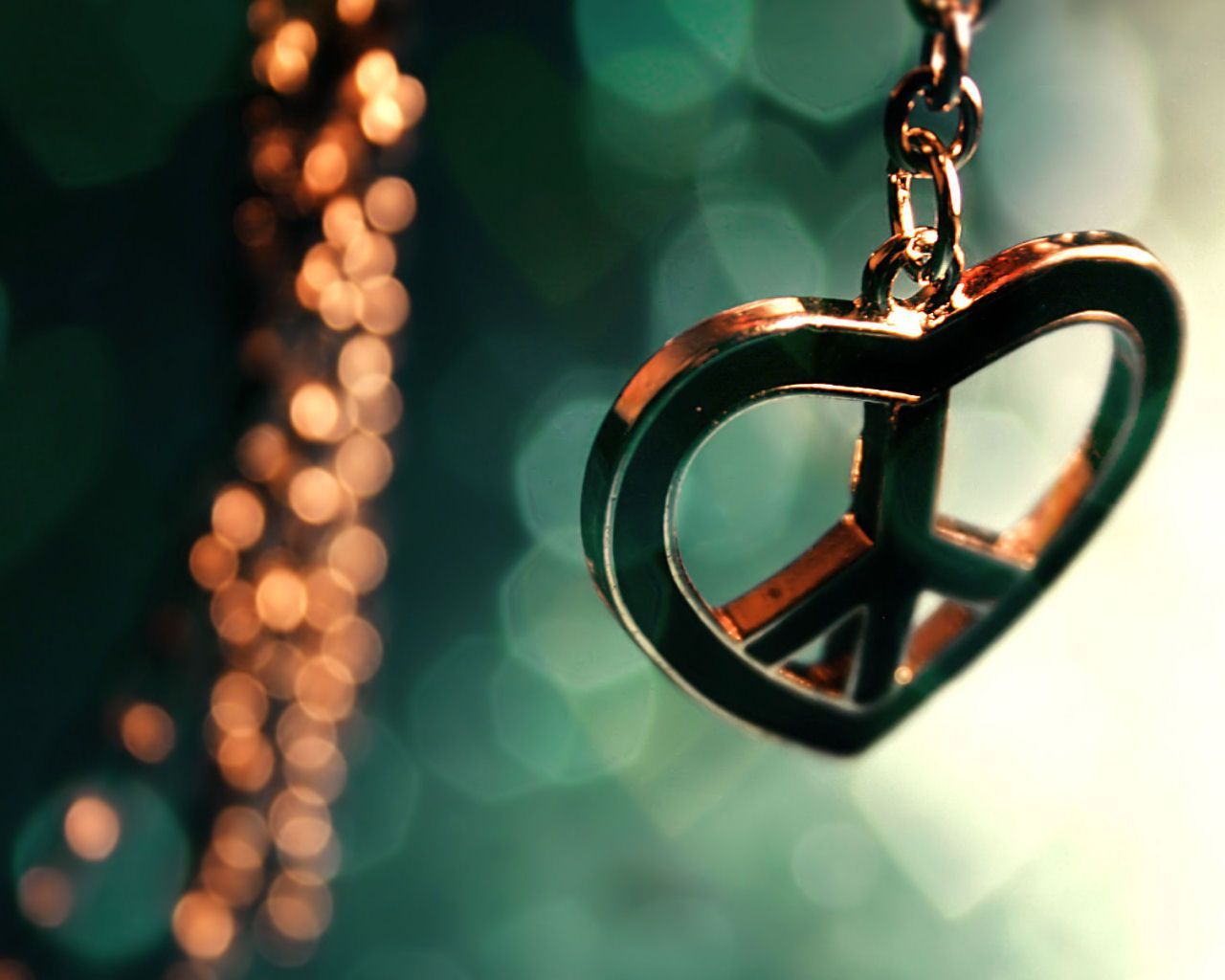 Peace And Love Wallpaper