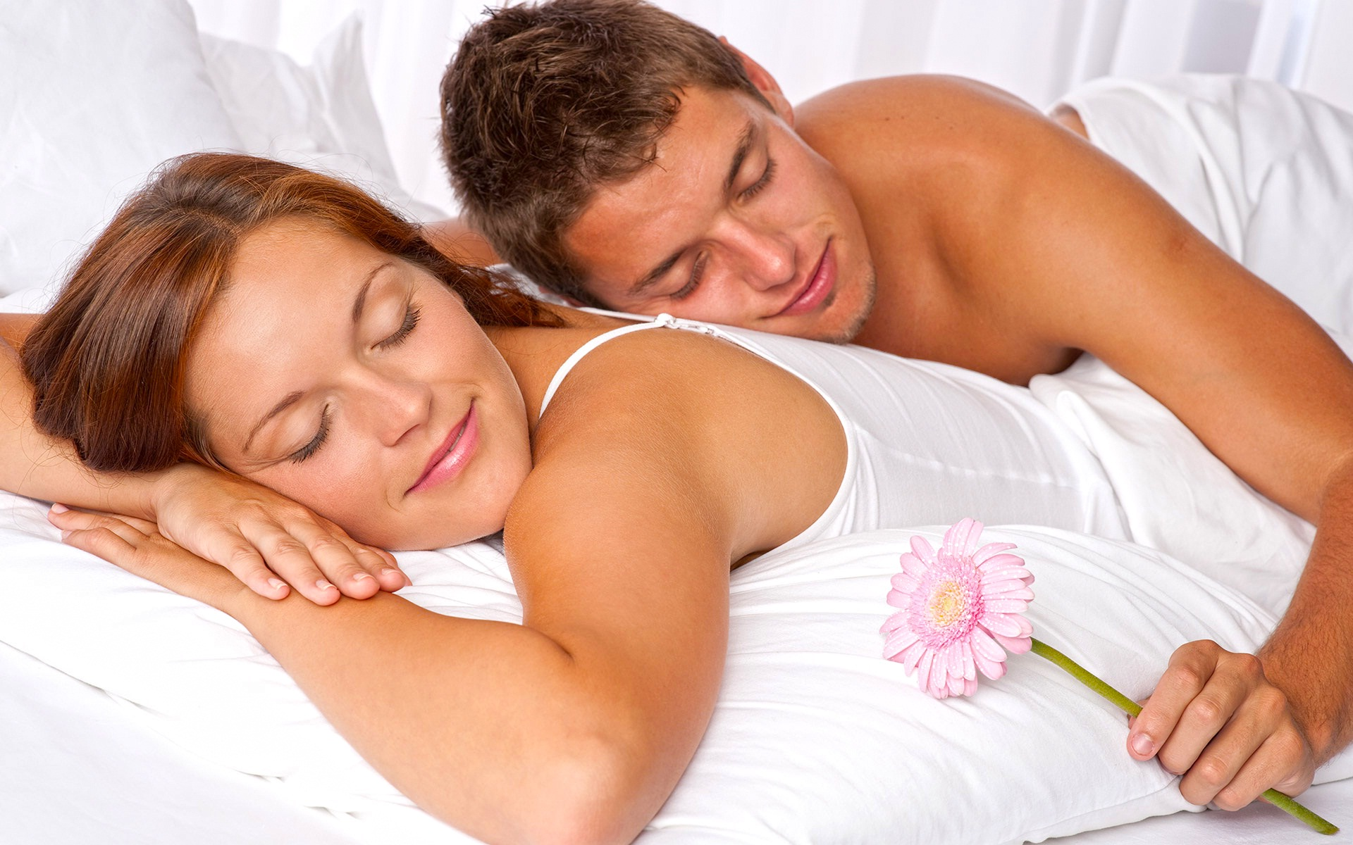 Download Romantic Couple In Bed Wallpaper Gallery
