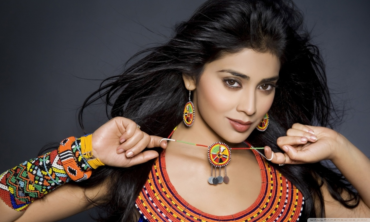 Shriya Wallpaper Download