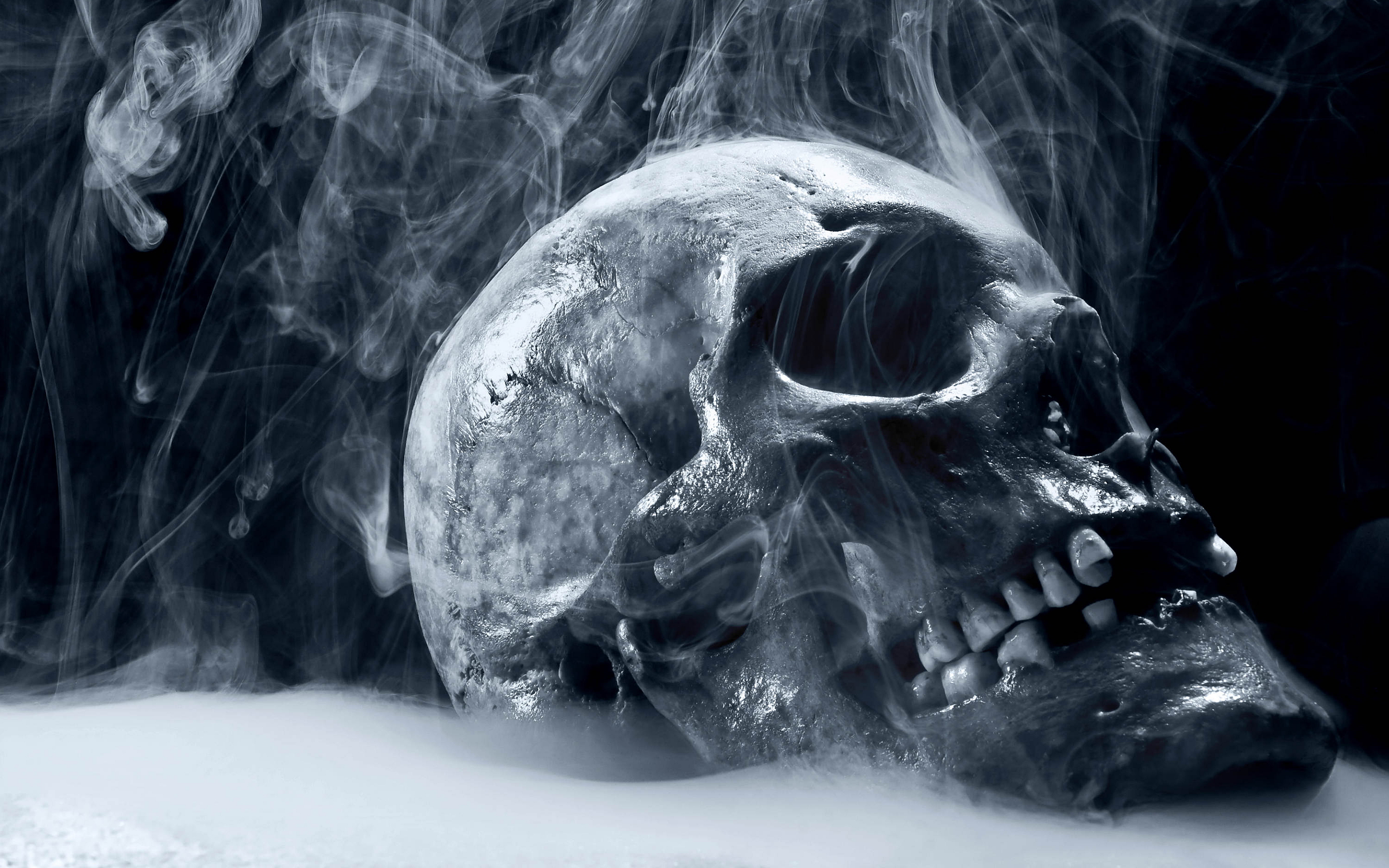 Smoking Skull Wallpaper