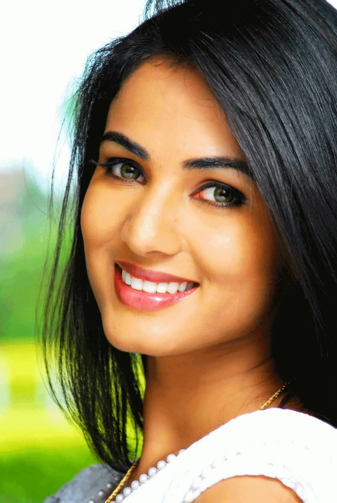 Sonal Chauhan Wallpaper Download