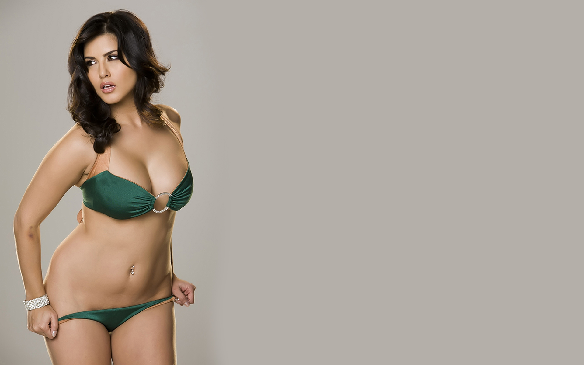 Sunny Leone Download Wallpapers