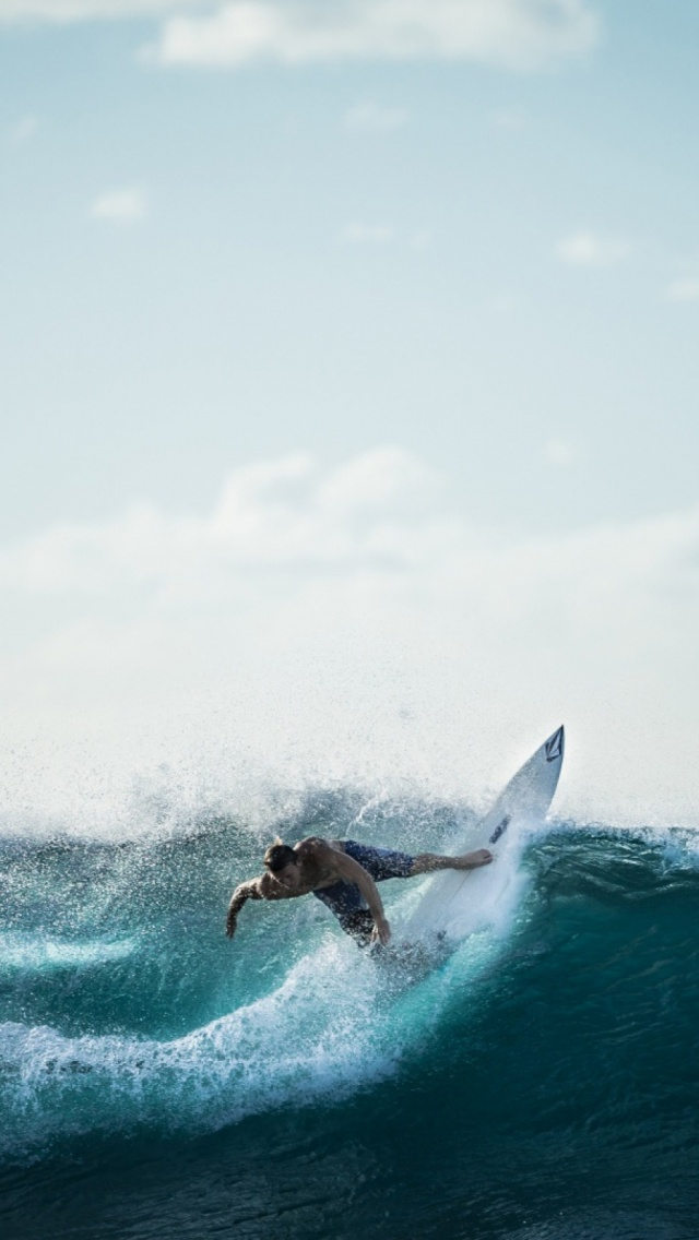 Surfing Iphone Wallpapers