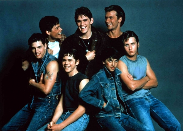 the outsiders film critique The outsiders is a great film, well done and well acted, i read the novel by se hinton, great book i am glad they made this movie back in 1983 the outsiders touched on a lot of issues when it came to having money and not having money, the greasers where the poor kids from the north side of town and the socs are the rich kids from the south side of town.