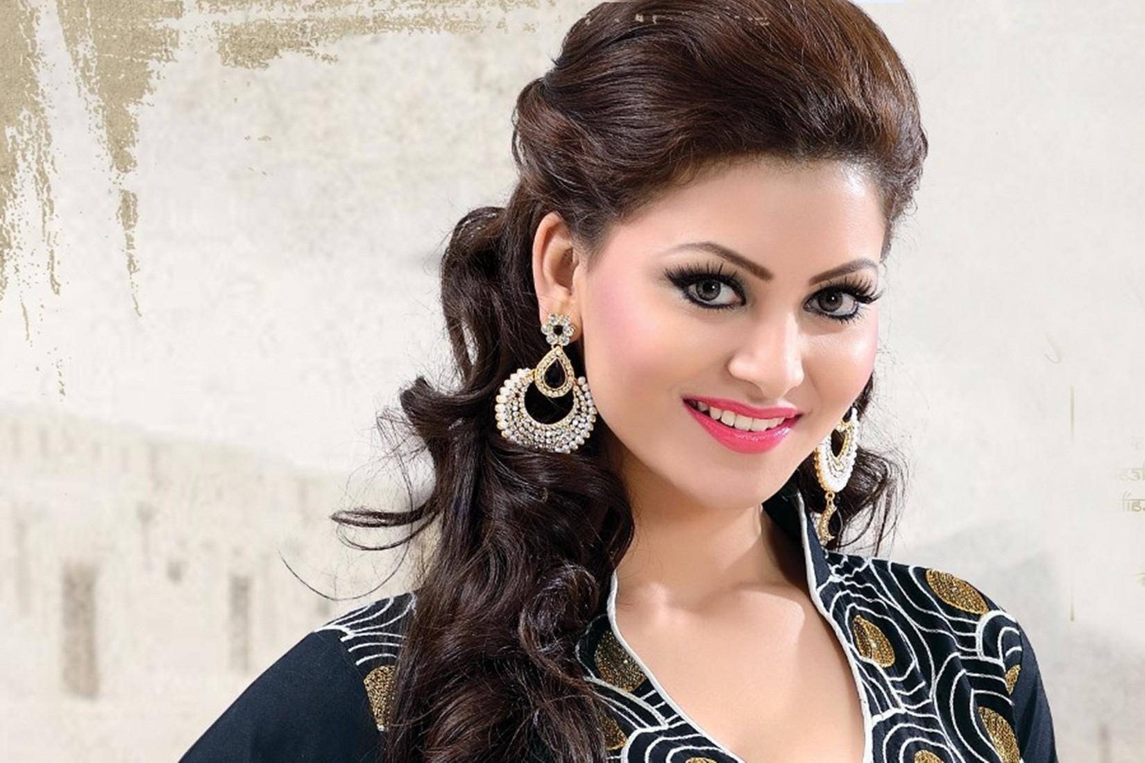 Urvashi Rautela Wallpaper Download