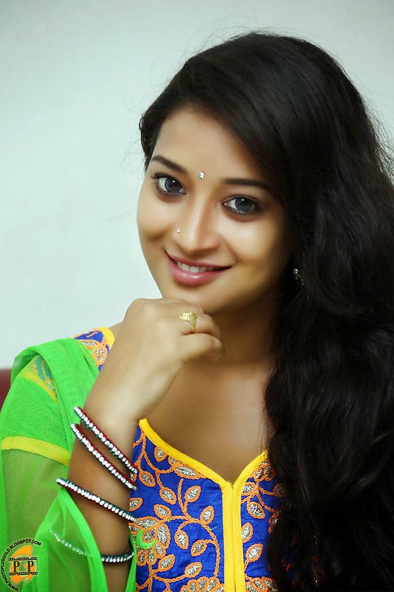 Download Wallpaper South Actress Gallery