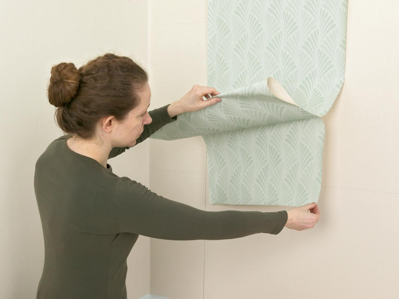 Wallpapering Diy