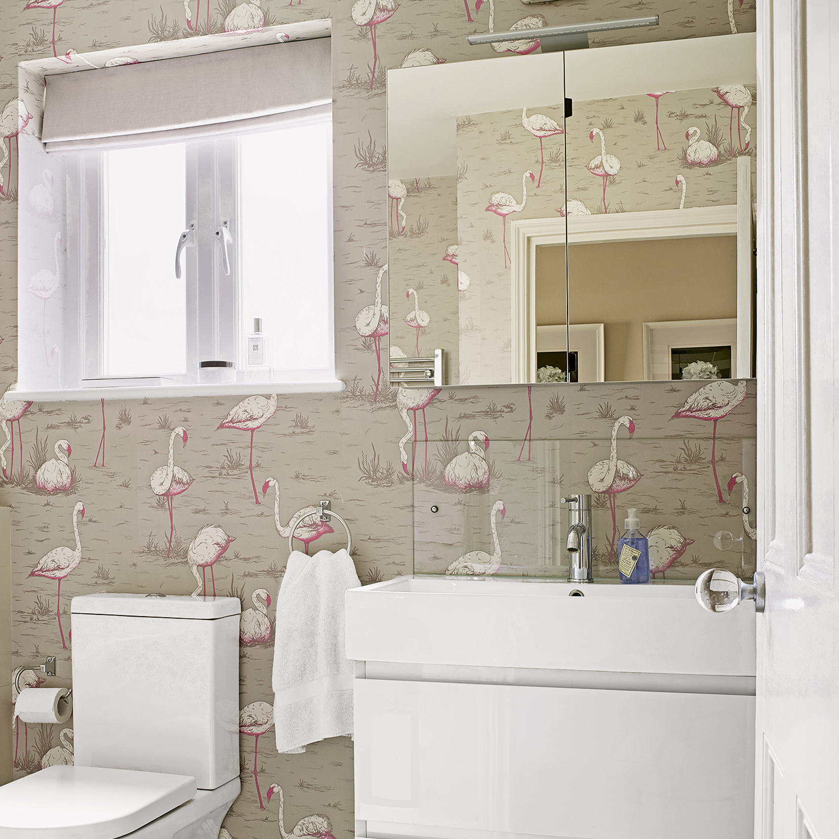 What Kind Of Wallpaper To Use In A Bathroom