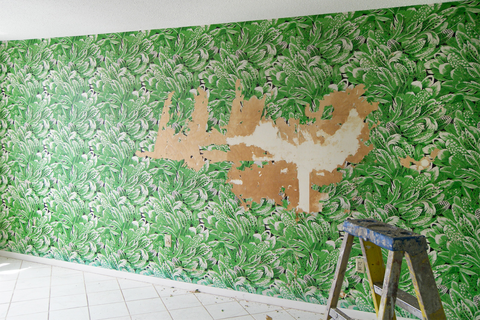 What To Use To Remove Wallpaper
