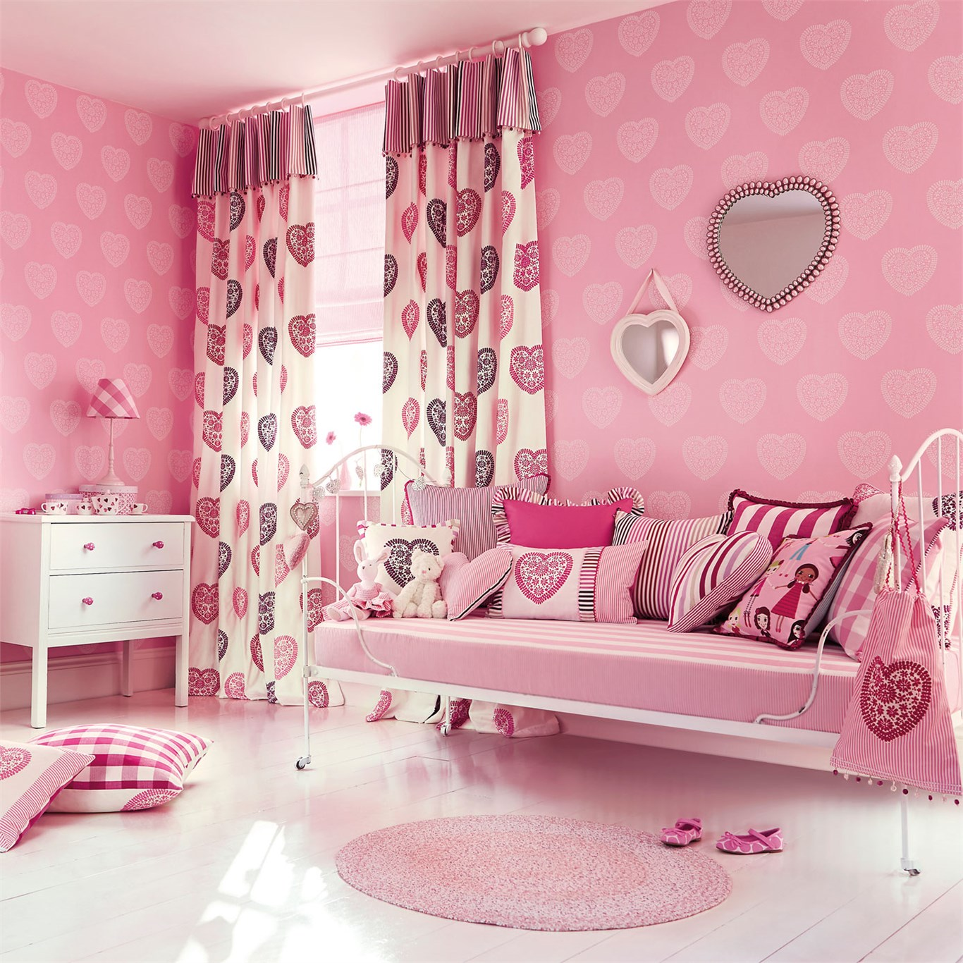 Harlequin Sweet Hearts Wallpaper